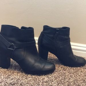 Cole Han Black ankle boots with heel